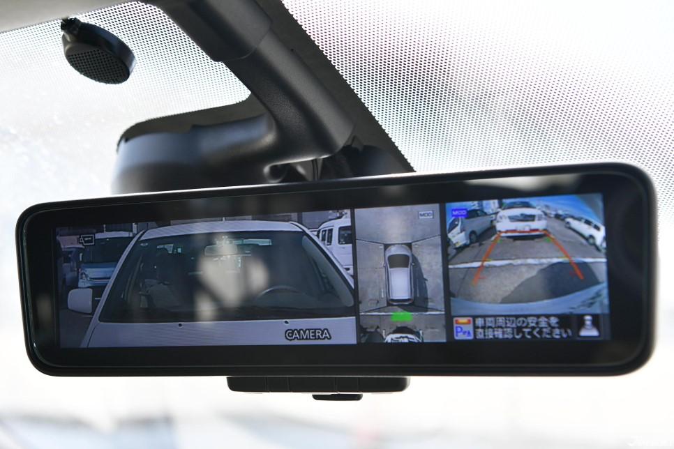 후방 카메라로 편리한 주차가 가능합니다.