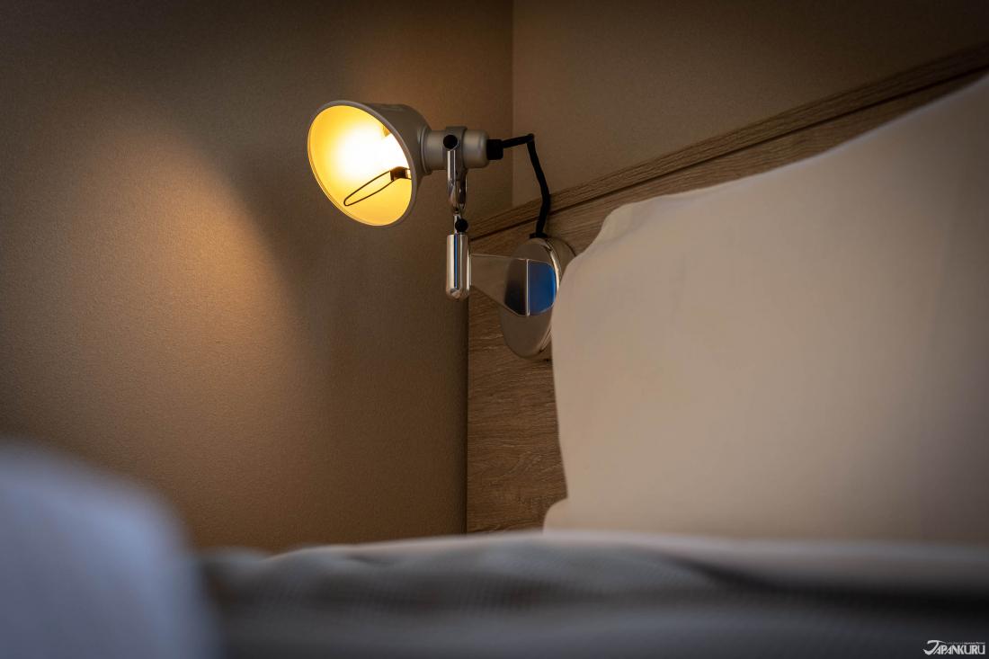 Đèn đọc sách ở đầu giường