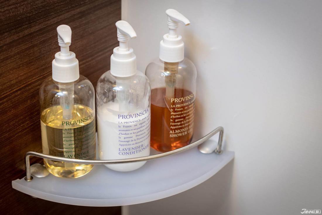 Xà phòng tắm, dầu gội và xả