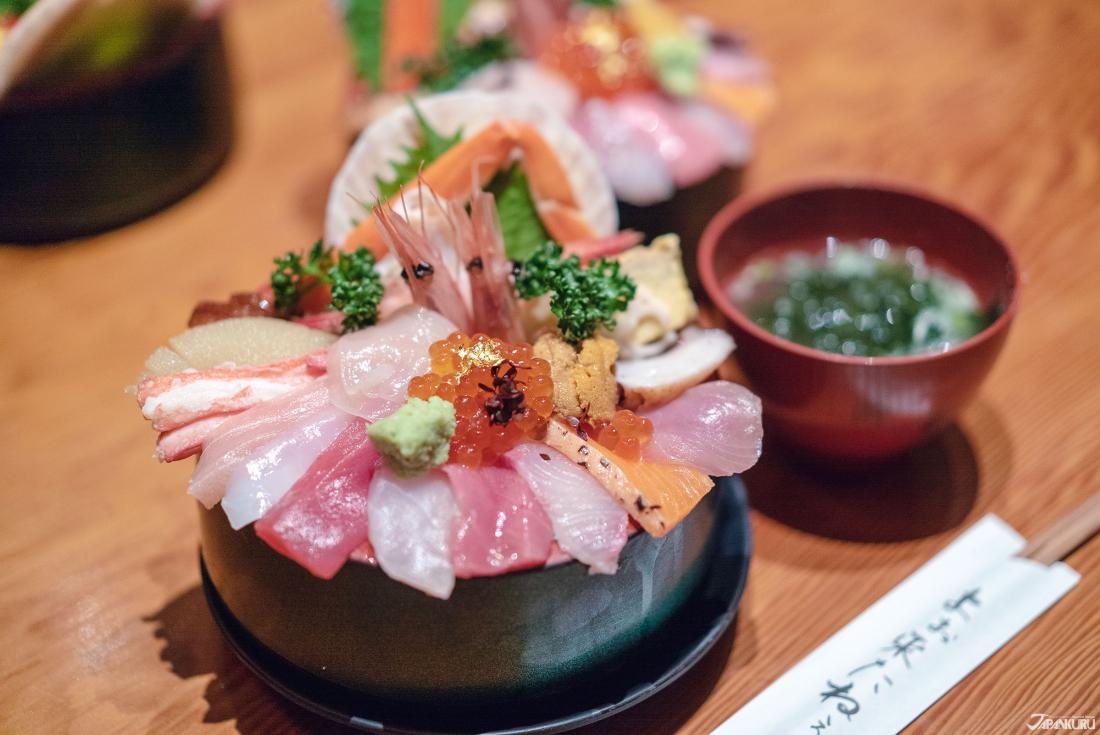 1. Yamasan Sushi Honten (山さん寿司)