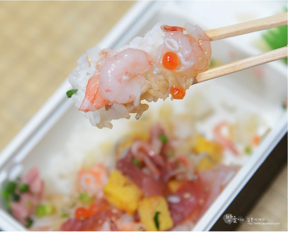 Món Chirashi sushi (ちらし寿司)