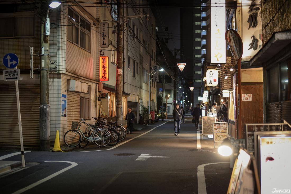 悠閒安靜的巷子裡有不少餐廳