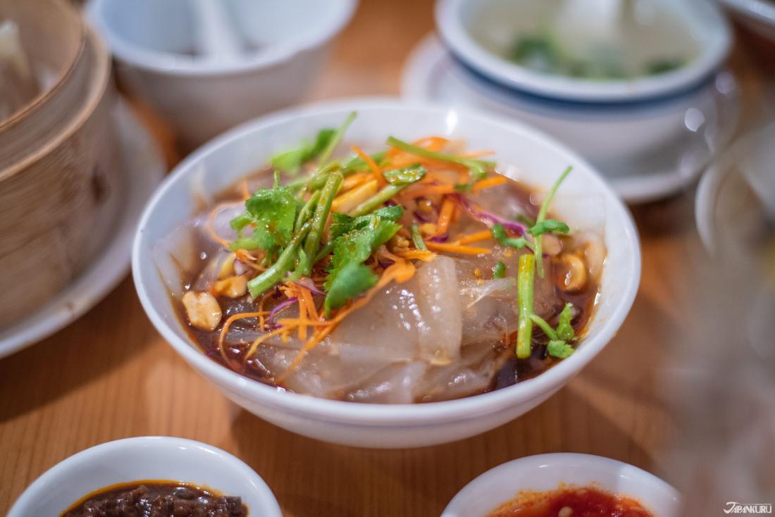 수제 국수 냉채 [自家製板春雨の冷菜] 700엔