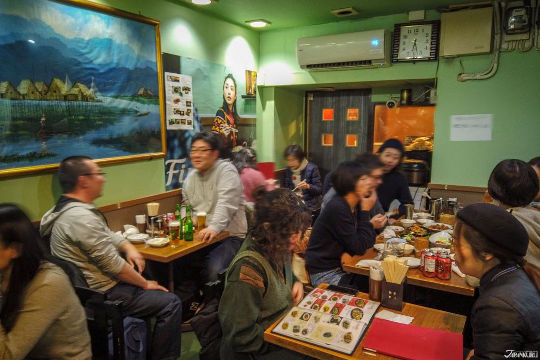 店內客人大多都是日本人。