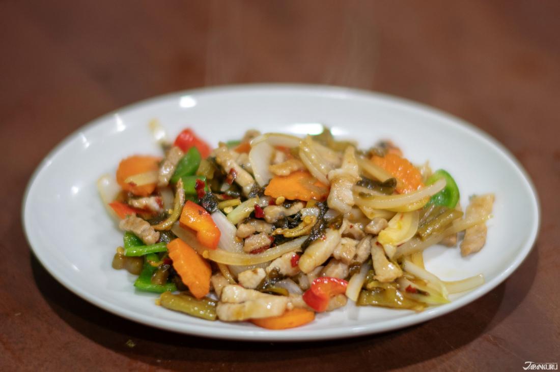 撣邦風豬肉炒蔬菜(シャン風高菜漬炒め(豚)) 800日圓