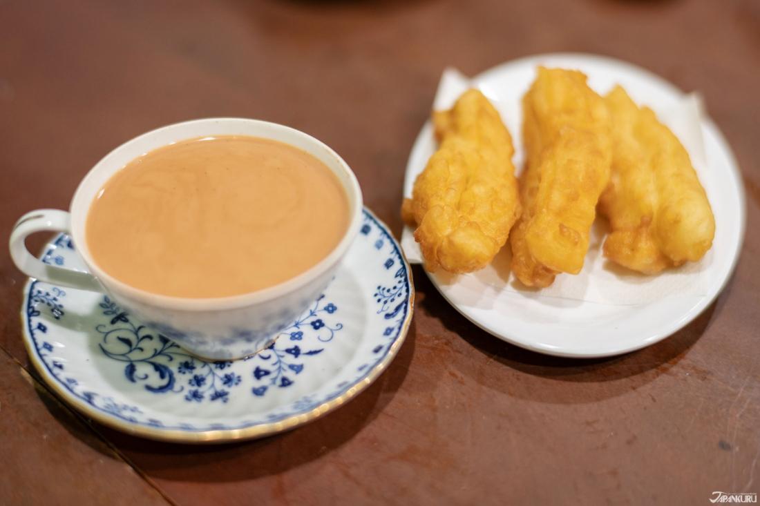 炸油條和奶茶組合(イチャクウエ(揚げパン)とミルクティーのセット)  600日圓
