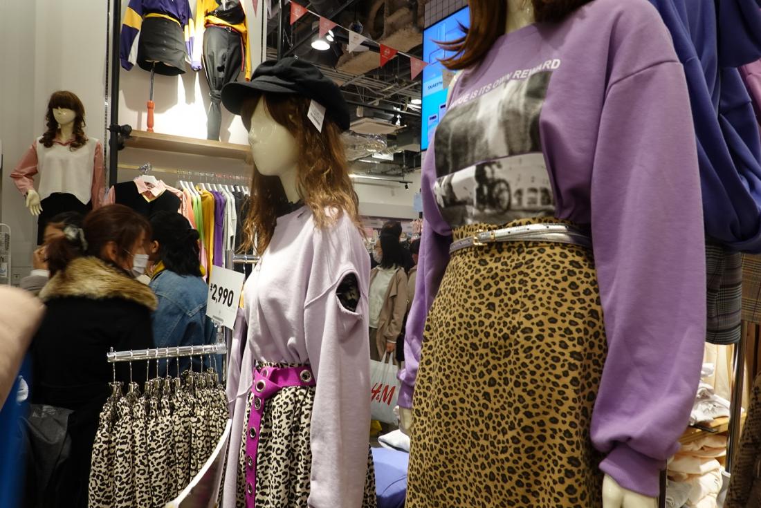 몬가옷잘입는아이돌느낌의호피무늬스커트코디