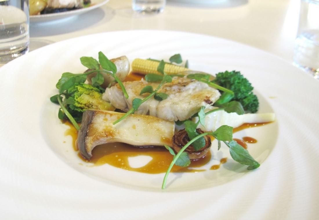 主菜:每日主廚鮮魚 *加價500日圓