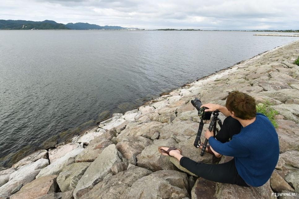 步行來到水岸邊捕捉江島大橋「超陡坡」。