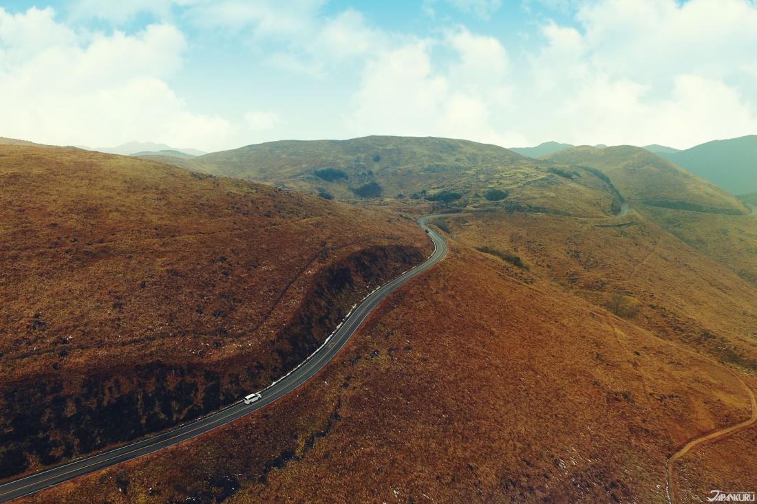 秋天廣闊的石灰岩台地,有種荒涼壯闊的美感。