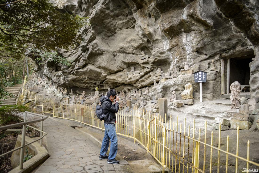 千五百羅漢道上的一群小羅漢石像