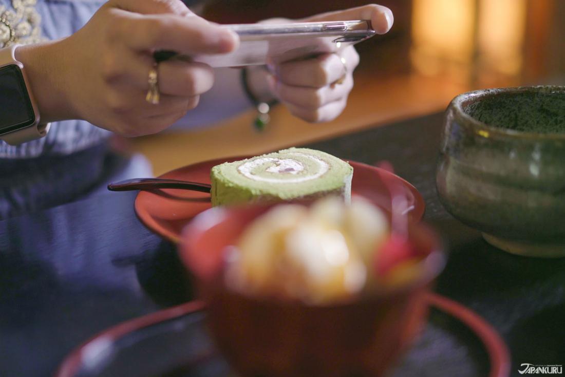 진한 말차맛 롤케이크(450엔)