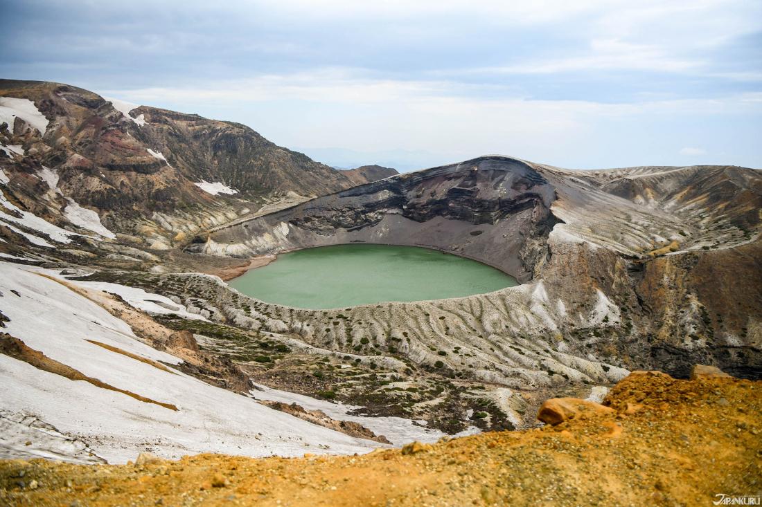 에메랄드빛 호수 자오산의 자오오카마(蔵王御釜)