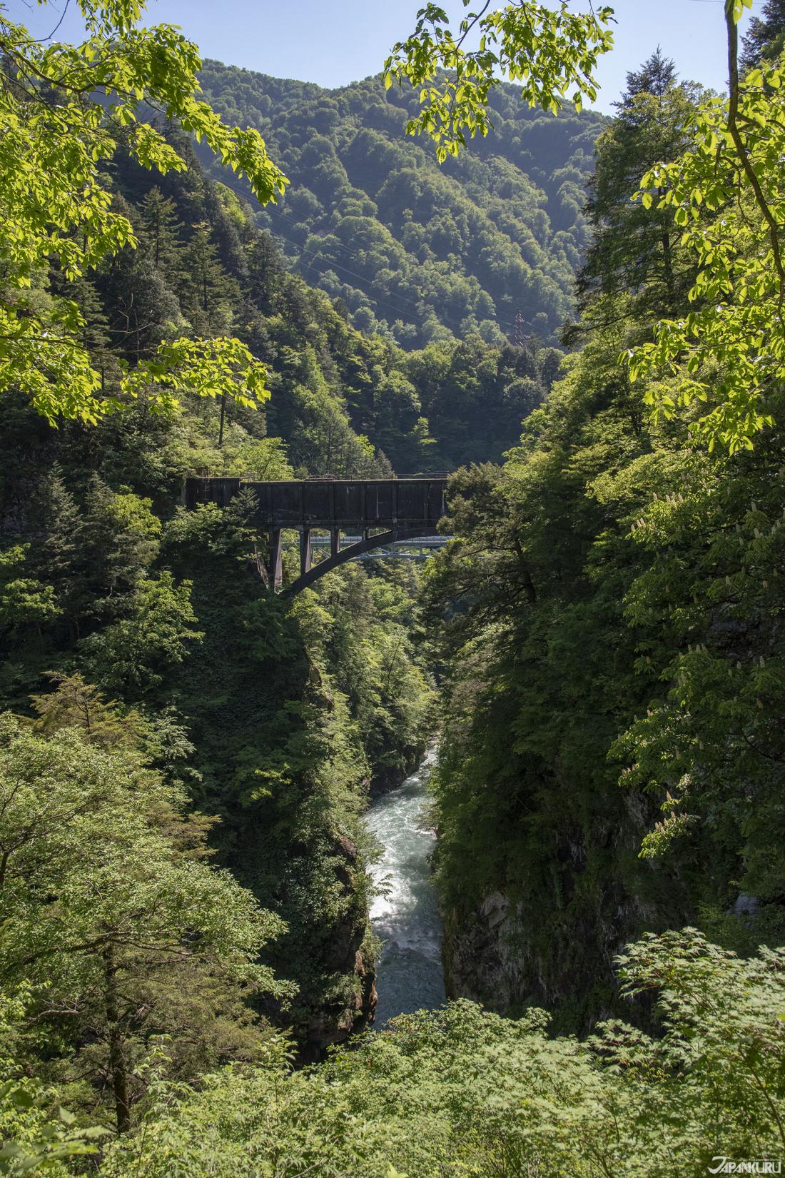Atobiki Bridge (後曳橋), seen over the seemingly bottomless valley.