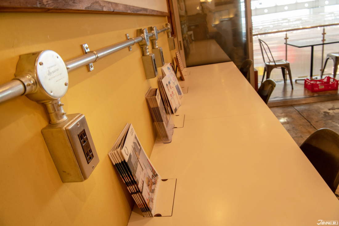 Easy access to outlets for device charging is rare in Japan. Indulge yourself!
