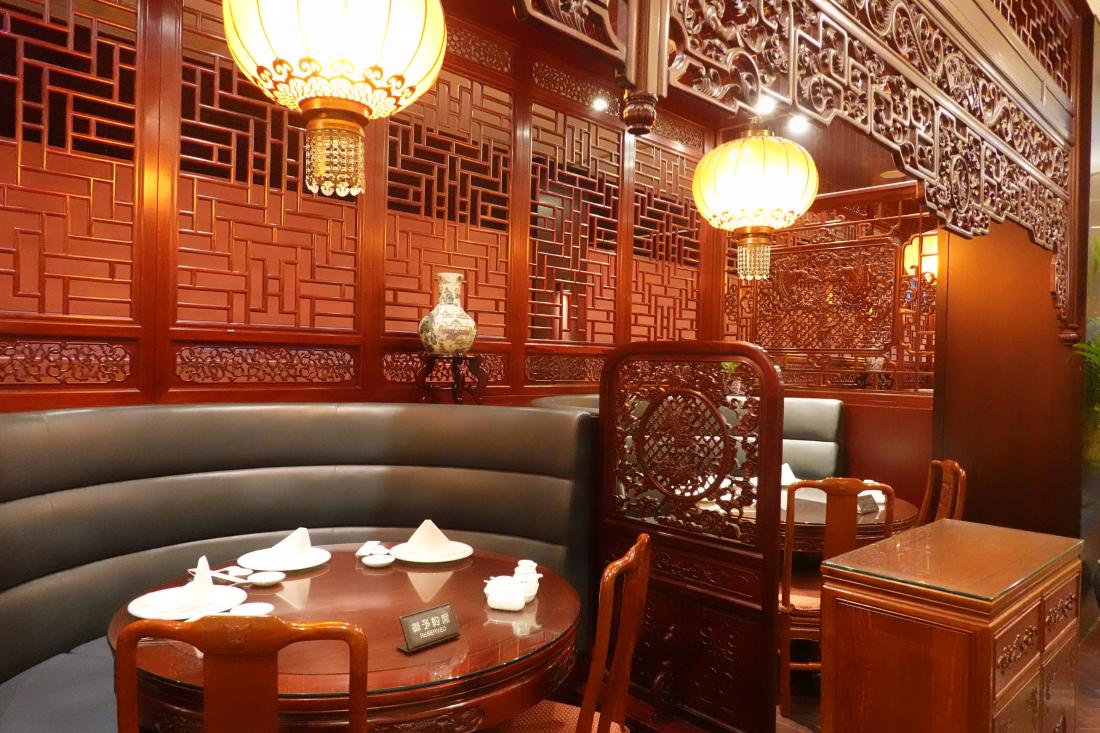 고풍스럽고 차분한 분위기의 중식 레스토랑