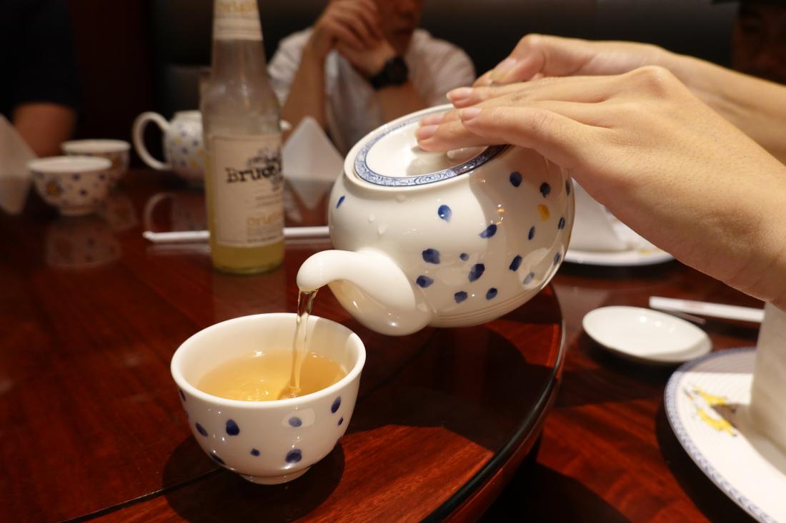 好菜當然要現沏一壺茶