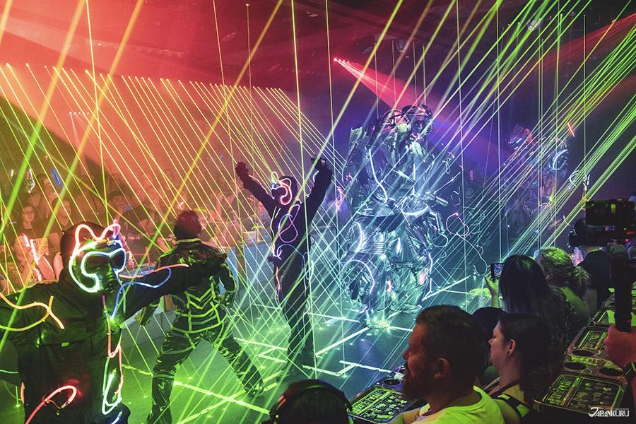Spectacle ③:  Le spectacle de lumières et de lasers