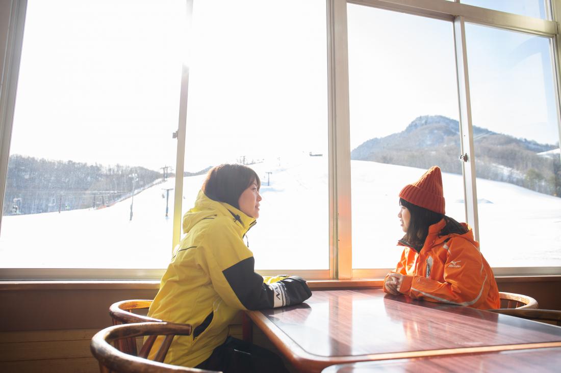 用完餐後,又想再滑一次了。daikura滑雪場只到16:00結束,大家要趁太陽下山前滑得過癮喔~