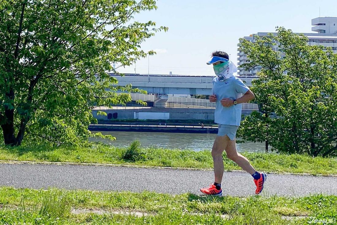 ⑧ Runners Wearing Masks