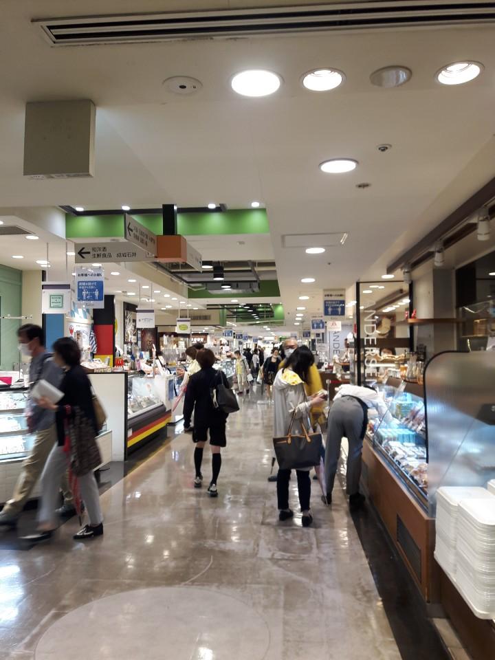 시부역과 연결된 대형 식품 매장인 '도큐 푸드쇼 시부야'의 6월 1일 모습
