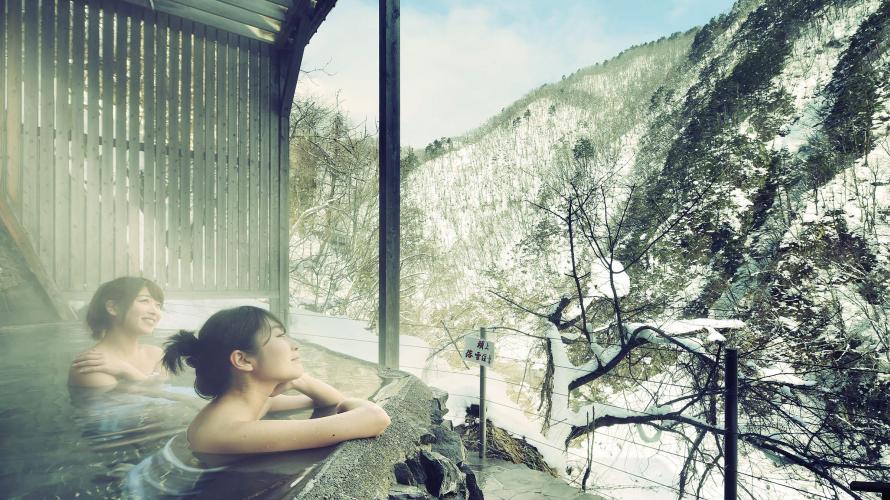 절경속의 일본 노천 온천 . 아이즈 아시노마키 온천
