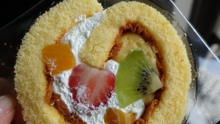 일본 편의점  패밀리마트에서 인기 파티시에가 감수한 디저트 케이크 신발매 ! 5종류의 과일 롤 트라이얼