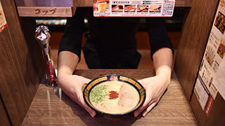 The BEST Natural Tonkotsu-ramen shop! Ichiran: Open 24-hours!