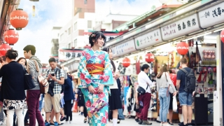 Secret of the make up of Kimono lady in Asakusa with CANMAKE!!