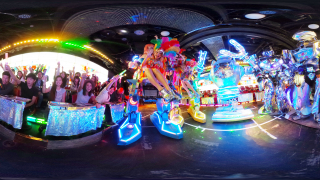 A breathtaking show in ROBOT RESTAURANT in Shinjuku Kabukicho!!