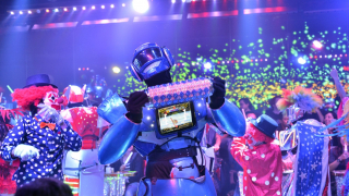 Glittering dizziness!  Robot Restaurant in Shinjuku Kabuki-cho