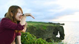能坐萬人的象背?沖繩絕景景點 萬座毛!