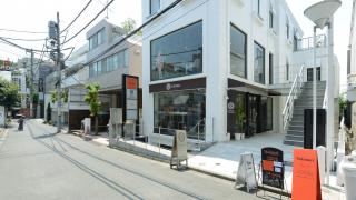 表参道旅游攻略★表参道一间与咖啡店美妙结合的精品店Omotesando valmuer
