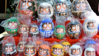 Get Good Luck at the Jindaiji Temple Daruma Doll Festival (だるま祭り)