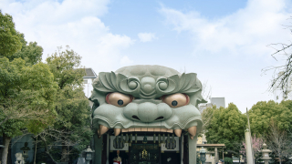The Lion's Head at Yasaka Shrine in Namba Will Take Care of Your Bad Luck!