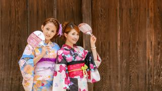 穿浴衣的夏天就要來了  為何日本人要把團扇插在浴衣的腰帶上呢?