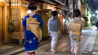 Maiko in Kyoto - A Traditional Culture Struggling in a Modern World