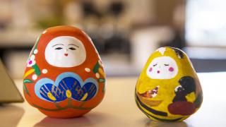 소도시 여행지 가나자와의 전통 장난감 '카가 하치만 오키아가리'