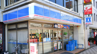 This Japanese Convenience Store Uses No Cash, No Cashiers, and No Cash Registers