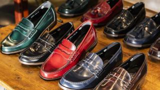 ไปญี่ปุ่นซื้ออะไรดี แบรนด์ญี่ปุ่นน่าช้อป - แฟชั่น เสื้อผ้า รองเท้า ผ้าพันคอ