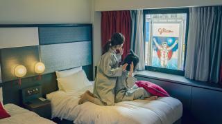 夜遊大阪住宿推薦:心齋橋旁的CROSS HOTEL OSAKA  固力果跑跑男在窗外!