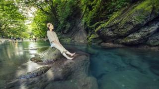 栃木那須鹽原夏天網紅景點木之俁溪谷 在寶石藍溪水中消暑